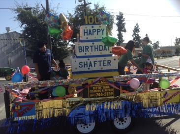 Sandy Ornelas/The Runner Local Shafter residents decorate a float for the centennial celebration.